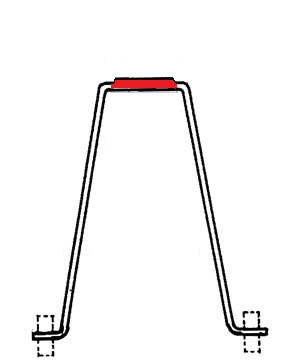 крепление лошадки-качалки к пъедесталу осуществляется с помощью такой металлической скобы, она обеспечивает надежность конструкции