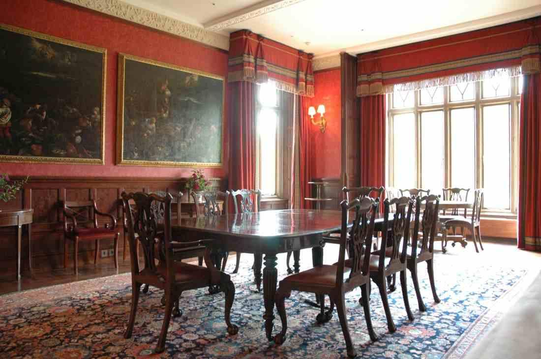 мебель из красного дерева, английская мебель в интерьере, мебель индонезии из махагона
