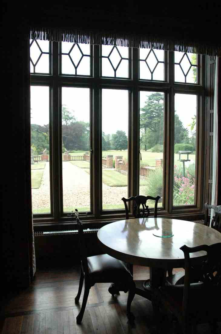 обеденная группа, мебель для столовой, круглый стол и деревянные стулья