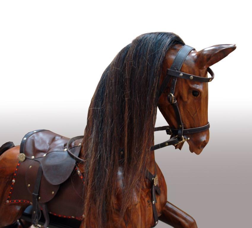 эксклюзивный предмет интерьера - дорогая традиционная английская лошадка-качалка